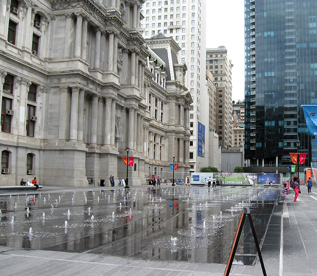 The alternating fountain sprouts of Dilworth Plaza, Philadelphia City Hall