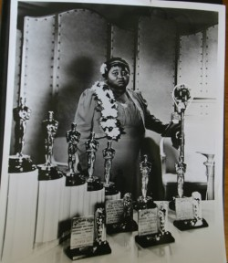 Hattie McDaniel wins Best Supporting Actress for Gone With The Wind