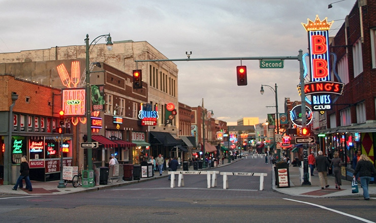Beale Street closed to cars, evening