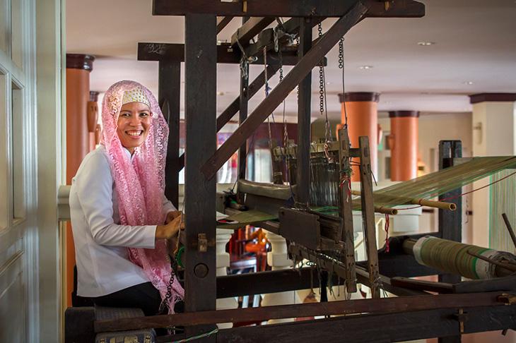 Chau Doc weaving lady