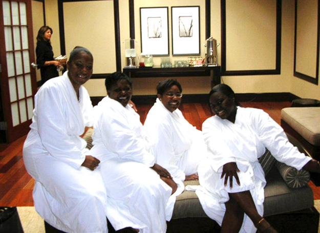 Sistahs at a Black Spa, Fort Lauderdale shops