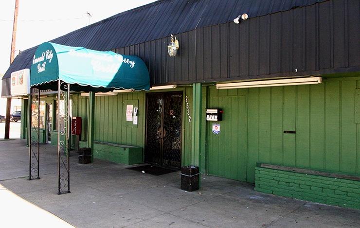 Emerald City Bar & Grill in Dallas
