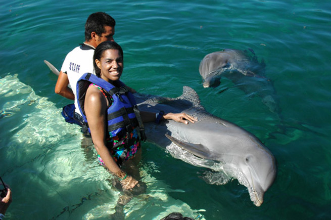 Jeanette Valentine with Flipper