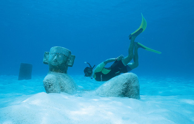 Diver sees a Mayan statue, Cozumel Watersports