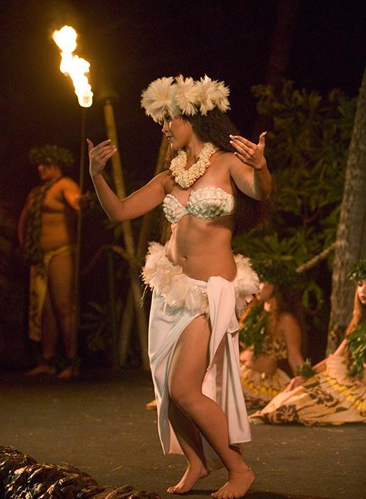 Hula dancer after Luau, Royal Lahaina Resort