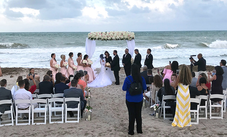 A scenic wedding on Fort Lauderdale Beach