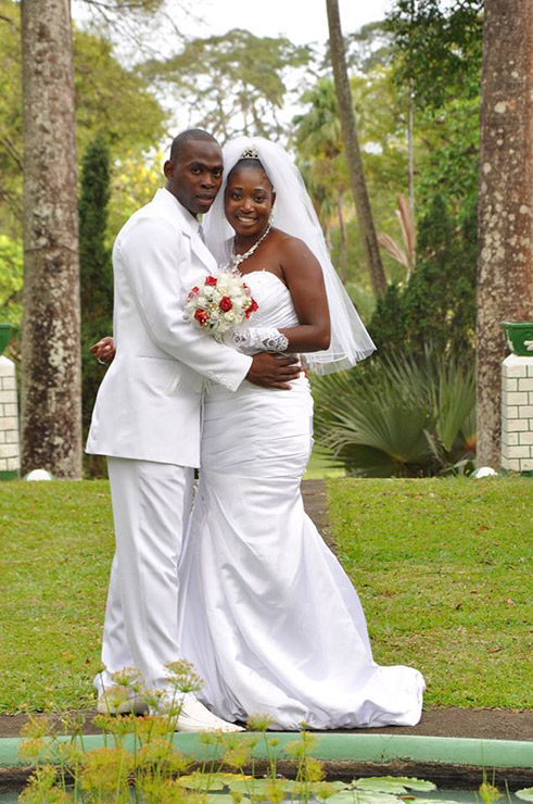 Newly married couple in St. Vincent Botanical Garden