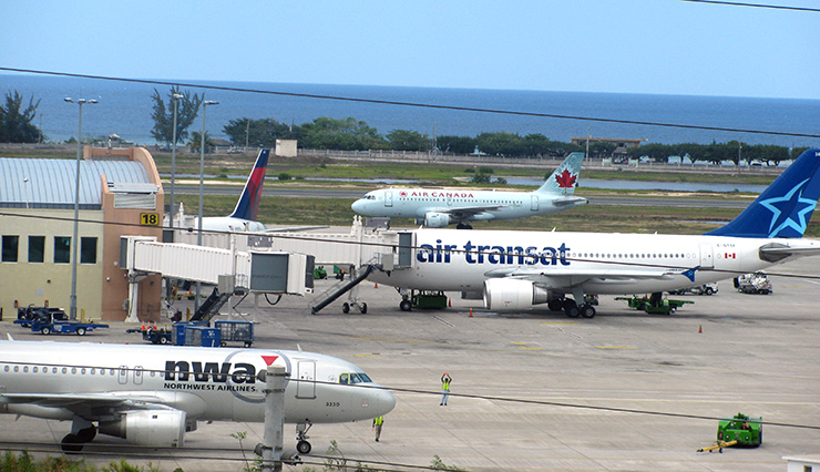 Montego Bay , Transportation, airplanes