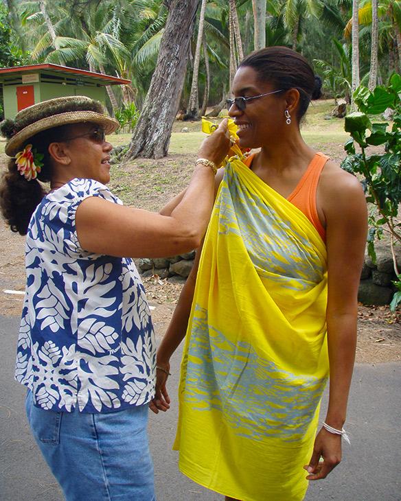 Jeanette Valentine receiving a Kihei from Kulia Peters, Molokai