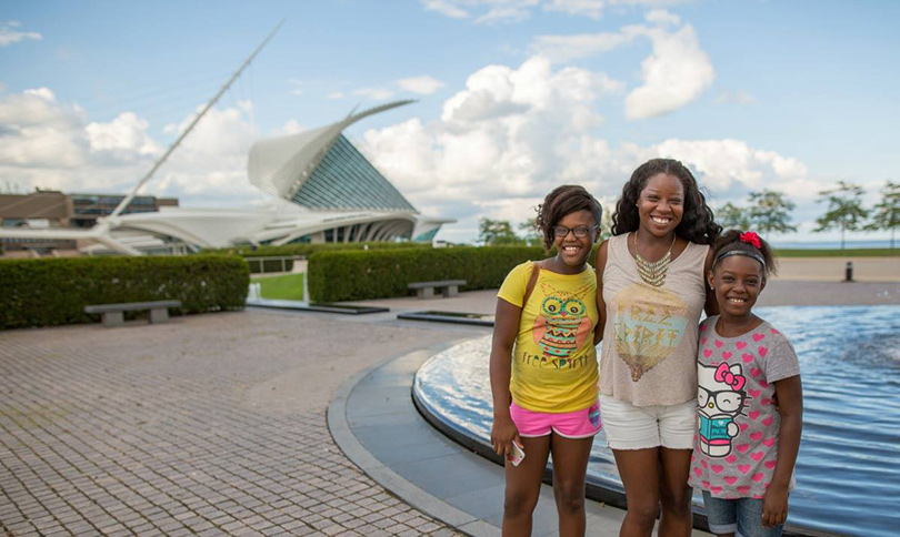 Family with Brise Soleil atop Milwaukee Art Museum in background