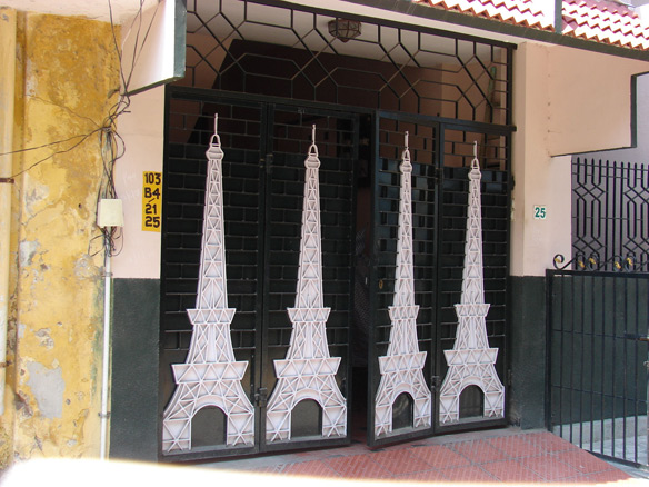 Four Eiffel Towers of a door in the Muslim Quarter